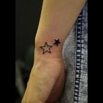 手首の星のタトゥー 19