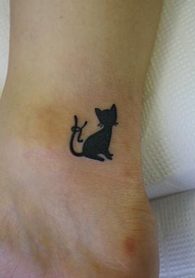 ... と猫のタトゥー LUCKY ROUND TATTOO 1