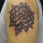 タトゥーのアウトラインありとなし