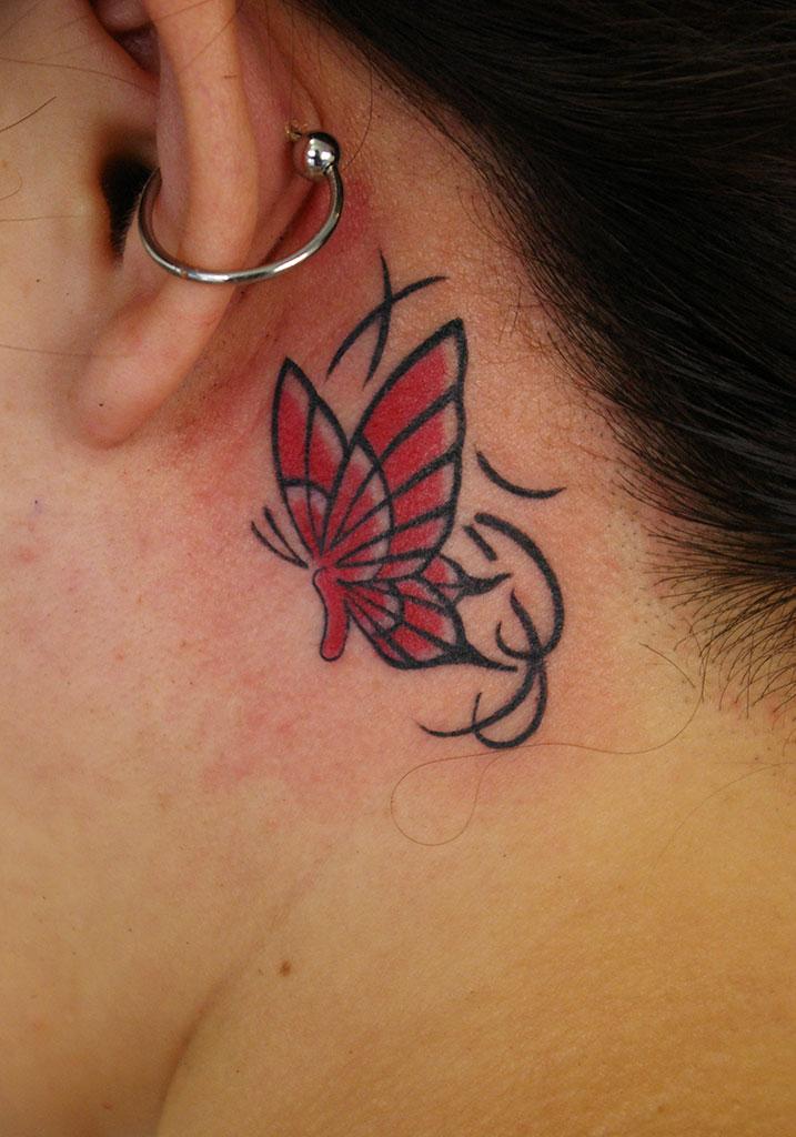 耳裏の赤い蝶