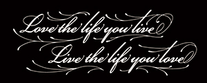 LUCKY ROUND TATTOOのLove the life you live, Live the life you loveのタトゥーデザイン