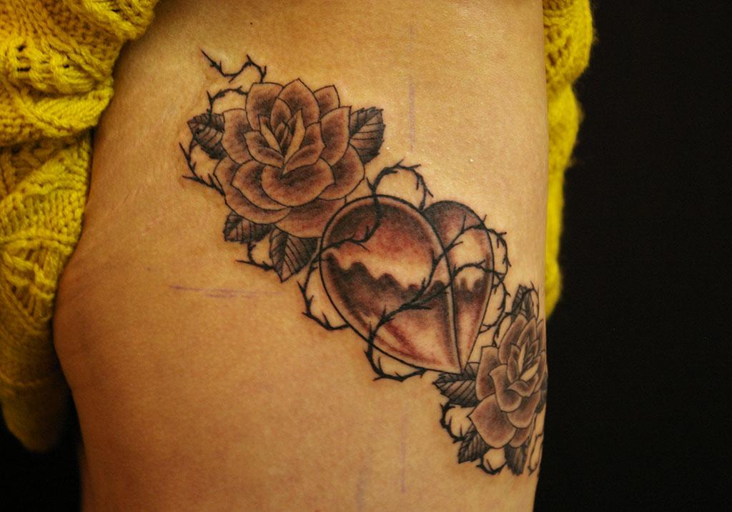薔薇とハート左側
