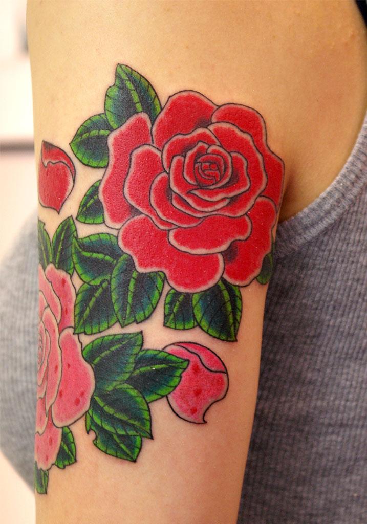 赤とピンクの薔薇の後ろ側