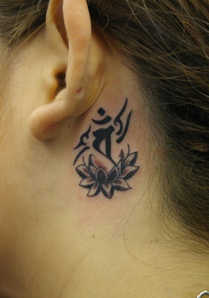 梵字と蓮の花