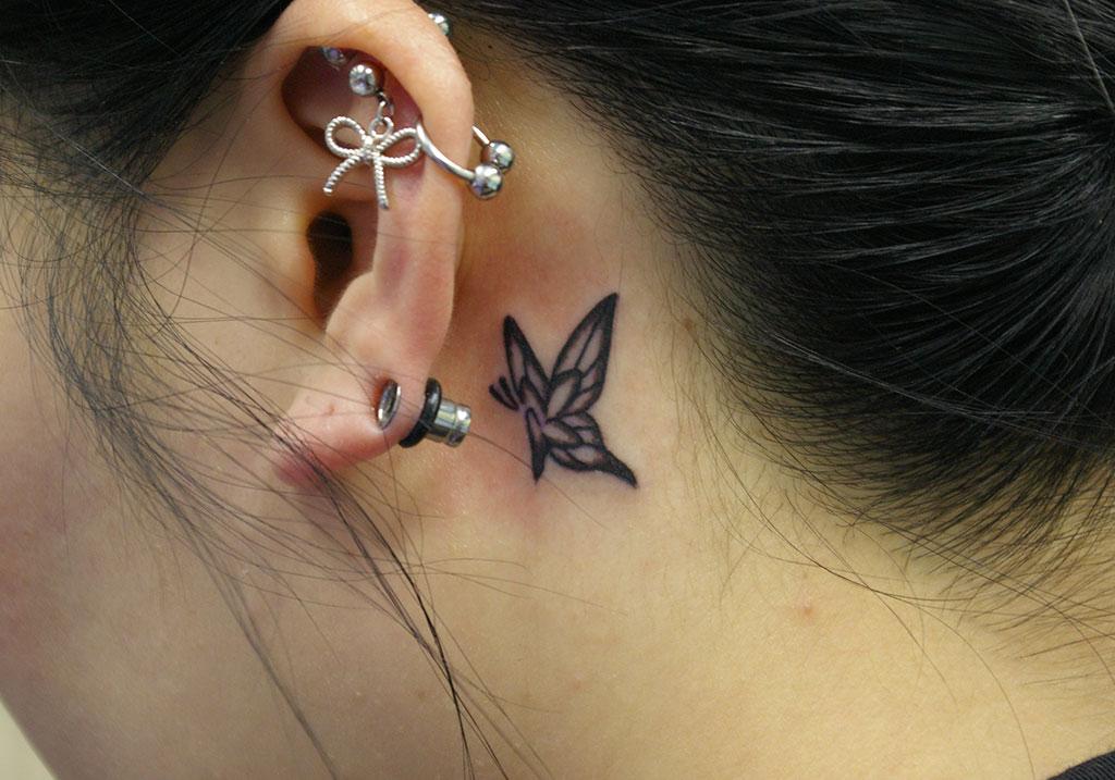 耳裏の小さな蝶