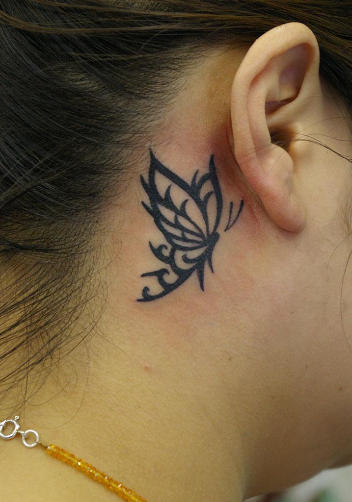 耳の後ろの蝶