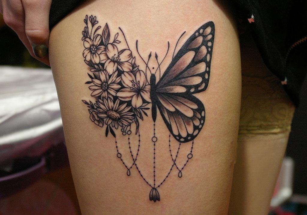 蝶と花と飾り