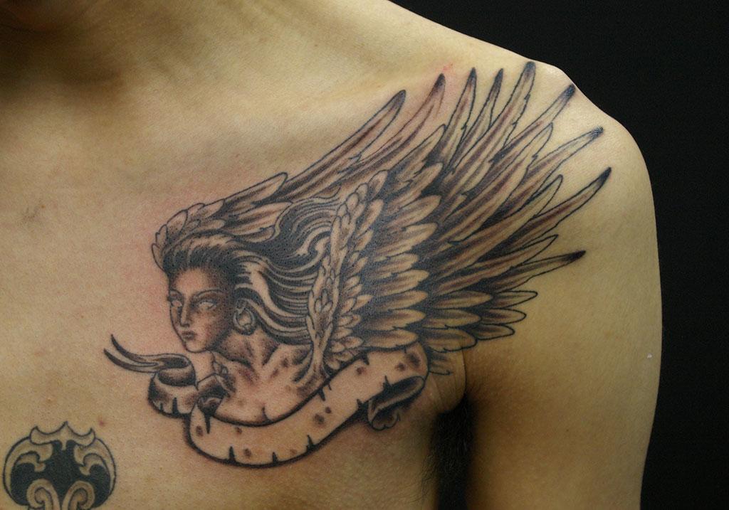 翼の生えた女神