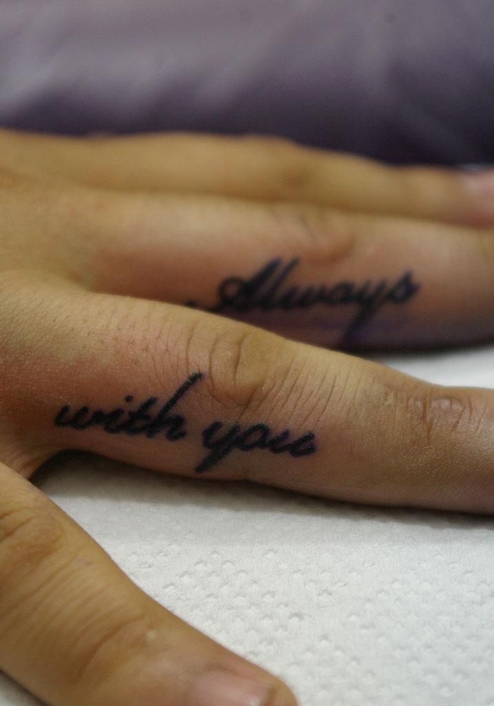 筆記体「Always with you」