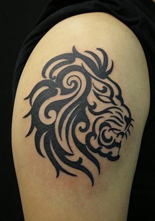 ライオンの顔のトライバル