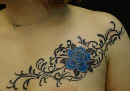 青い薔薇とツタ