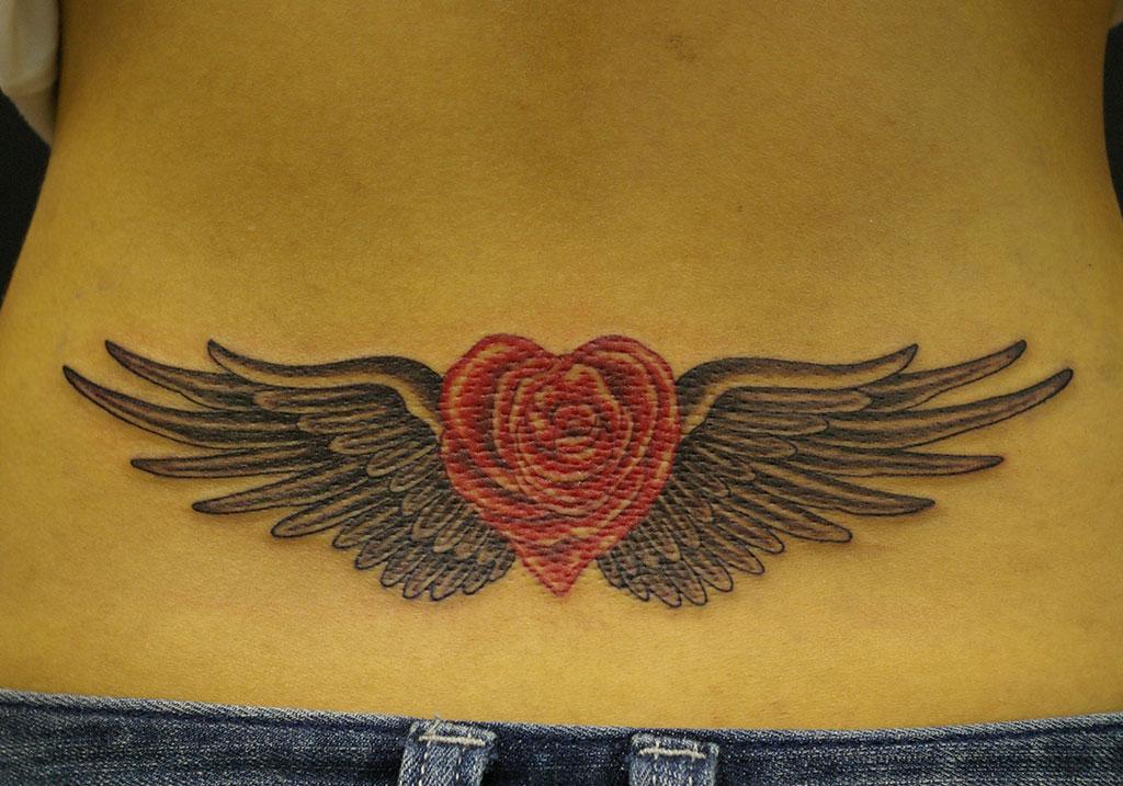 ハート形の薔薇と翼