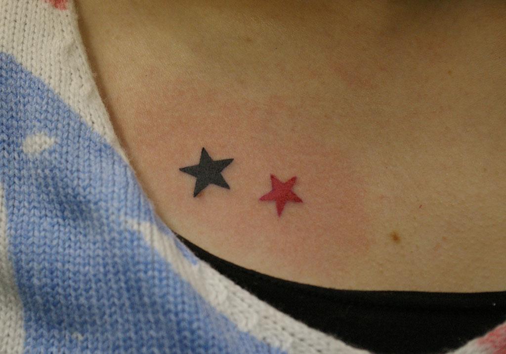 赤色と黒色の星