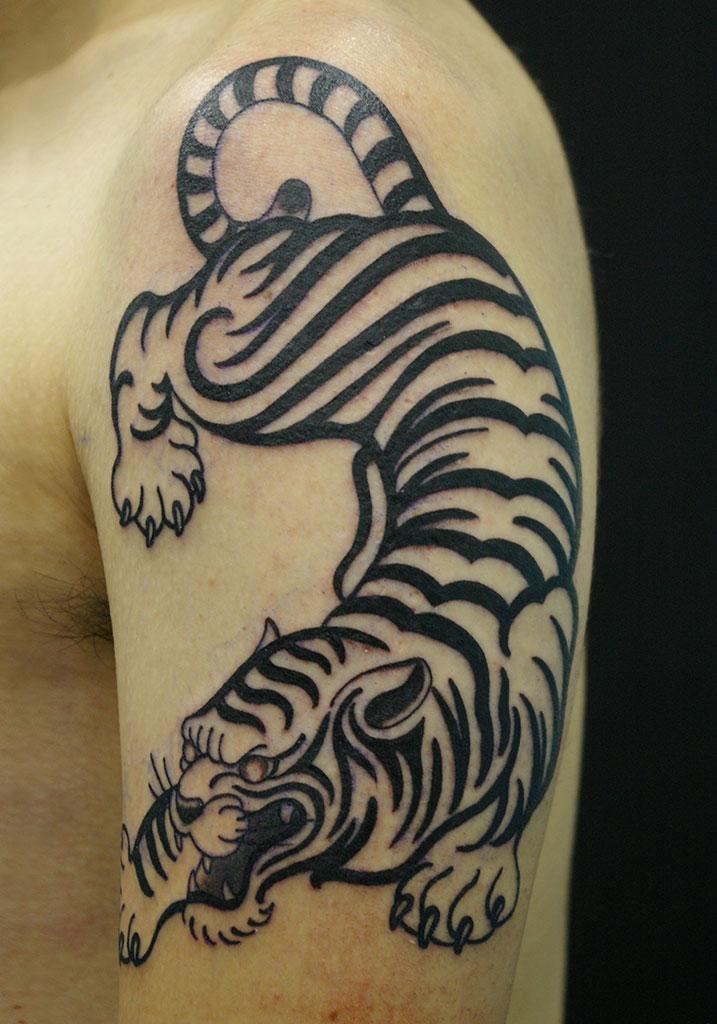 逞しい虎のトライバル