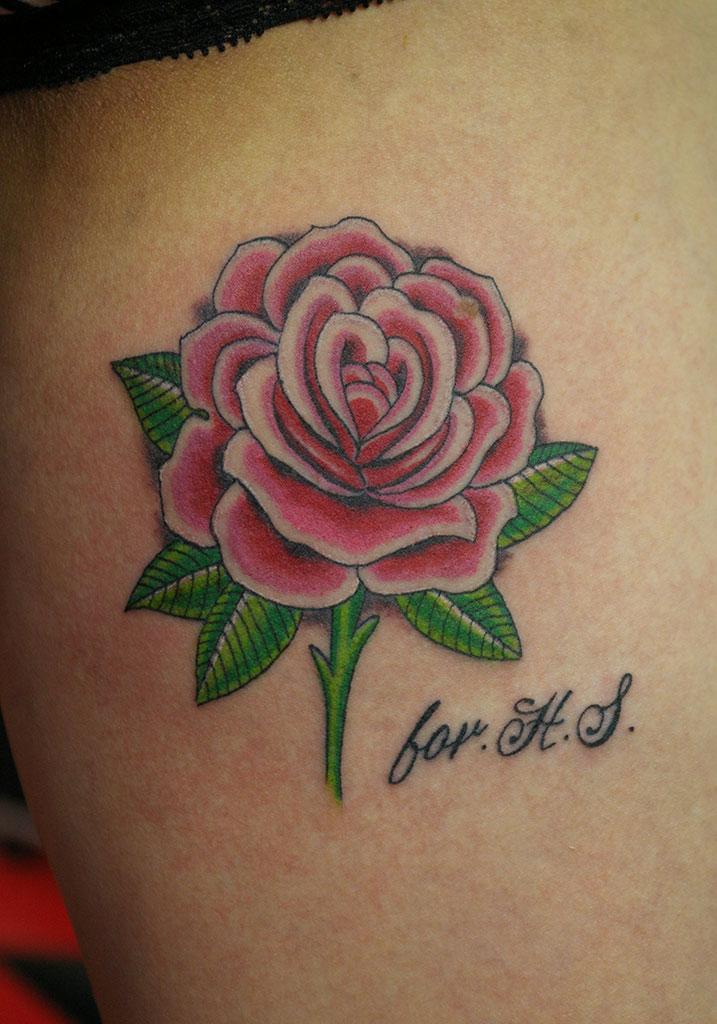 ピンク色の薔薇と文字
