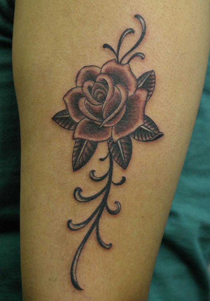 薔薇と縦長の飾り